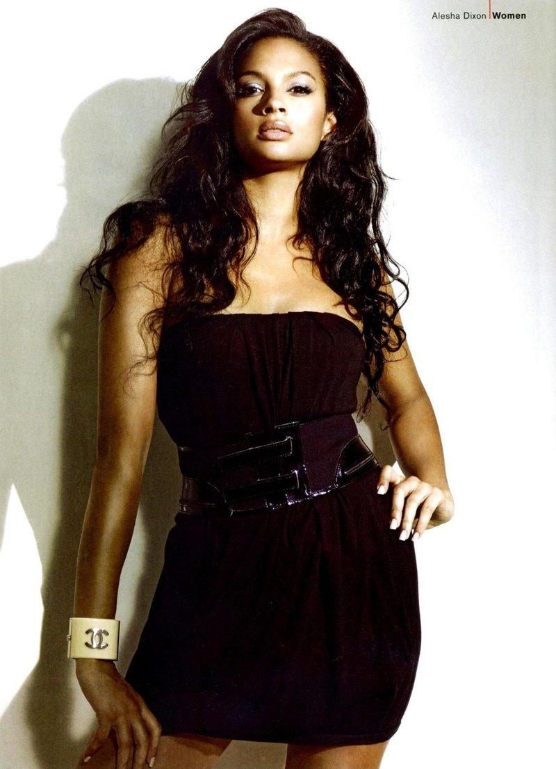 Lollita Nakt models young