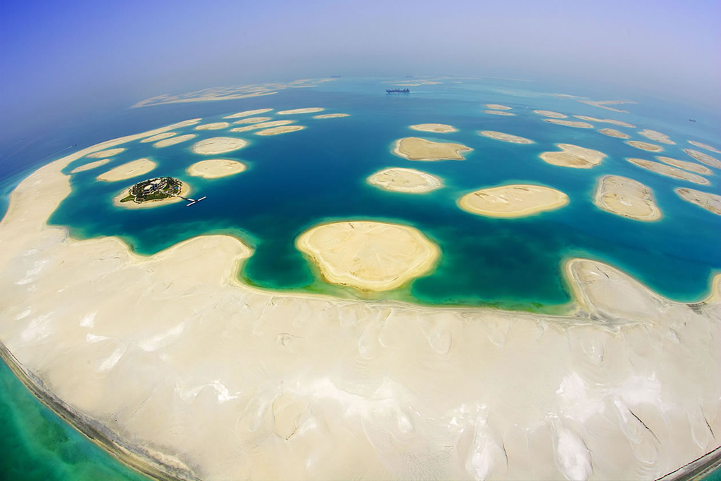 dubai islands sinking. islands and the Atlantis