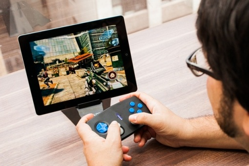 Duo-Gamer-Wireless-Game-Controller-for-iDevices_BonjourLife-1