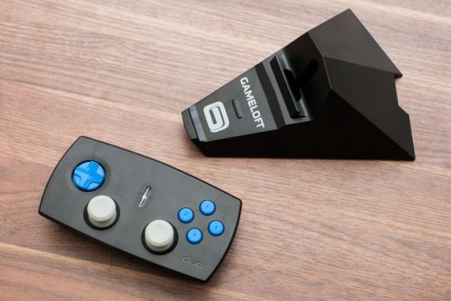 Duo-Gamer-Wireless-Game-Controller-for-iDevices_BonjourLife-2