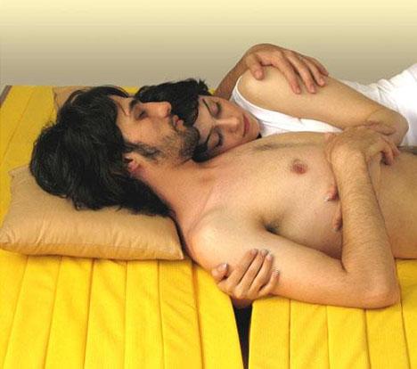 flexible-lovers-cuddling-mattress