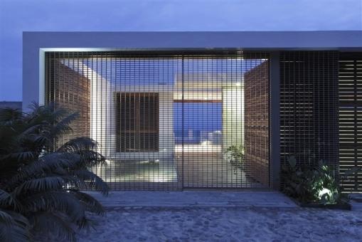 004-house-at-see-mexico