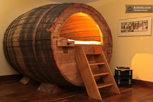 Beer-barrel-bedroom-1