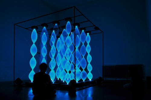 Interactive-Blue-Light-Art-by-Gabey-Tjon-a-Tham-1