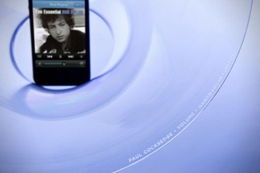 Volume-Acoustic-iPhone-Speaker-by-Paul-Cocksedge-2-600x400