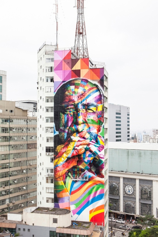 01-eduardo-kobra-painter-urban-street-art-chicquero-mural-brazil