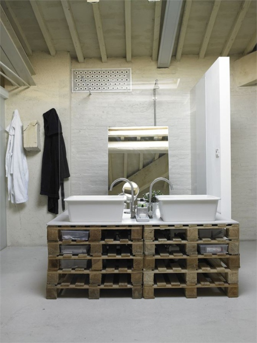 Modern-Minimalist-Loft-in-Florence-Bathroom