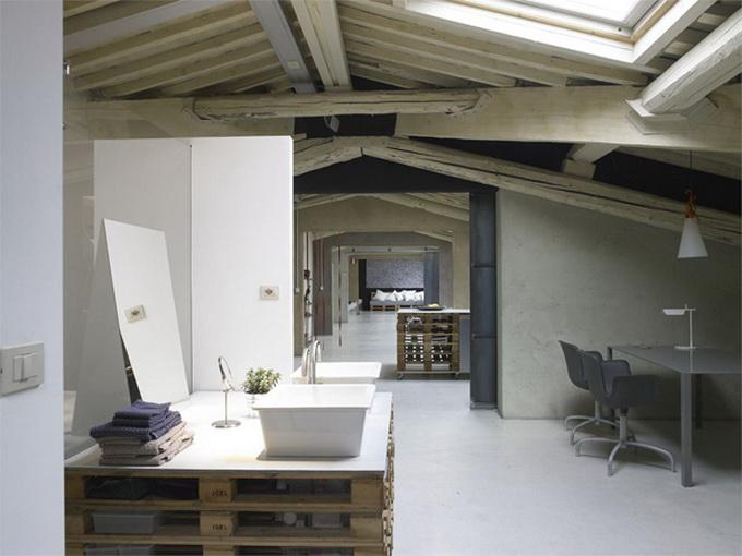 Modern-Minimalist-Loft-in-Florence-Bathroom-