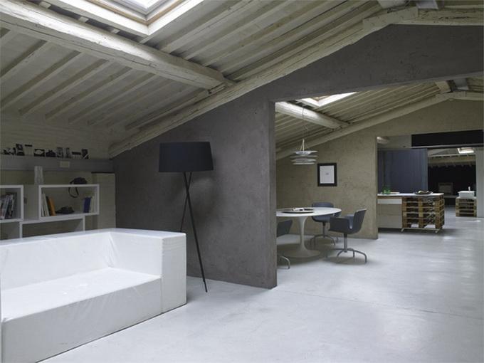Modern-Minimalist-Loft-in-Florence-Couch-2