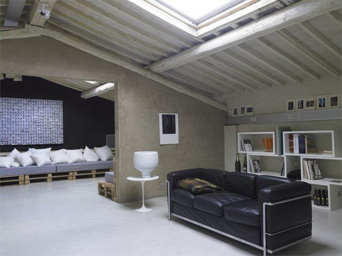 Modern-Minimalist-Loft-in-Florence-Couch