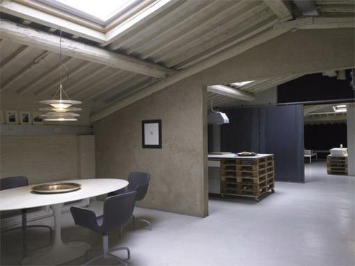 Modern-Minimalist-Loft-in-Florence-Dining