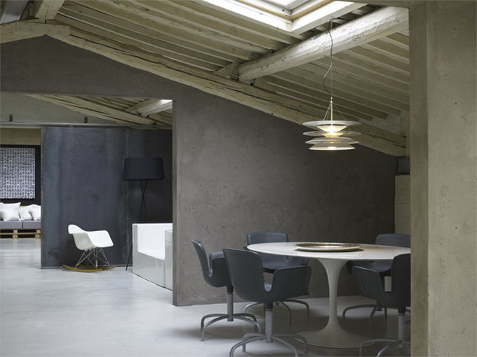 Modern-Minimalist-Loft-in-Florence-Table