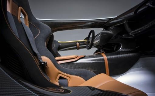 Aston-Martin-CC100-Concept-interior