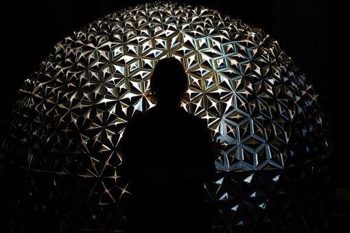 dan-roosegaarde-lotus-flower-dome-designboom-10