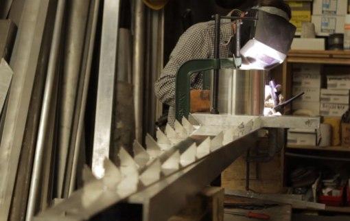 conrad-shawcross-timepiece-london-roundhouse-designboom-02