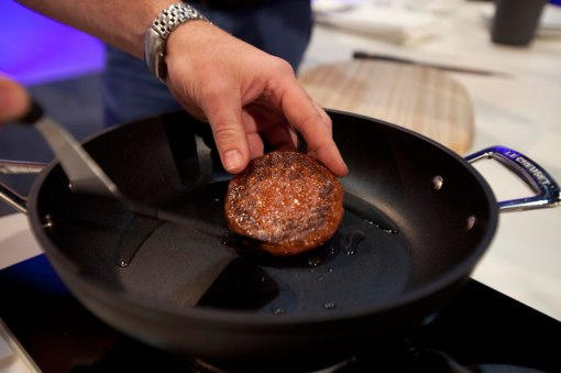 cultured-beef-first-lab-grown-burger-designboom-b