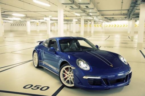 Facebook-Porsche-911-Carrera-4S