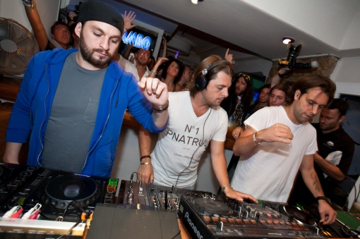 Swedish-House-Mafia-DJ-ing-at-Caf-Mambo-Ibiza-2011-swedish-house-mafia-27240188-1400-933