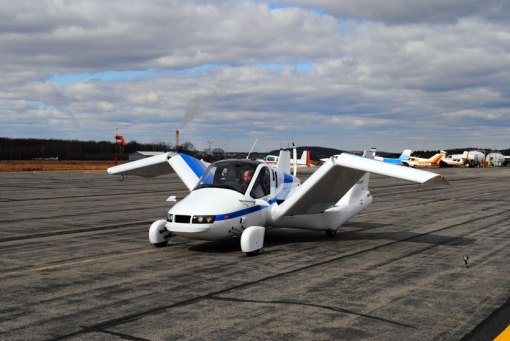 terrafugia-flying-car-public-flight-designboom04