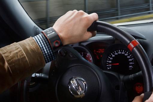 nismo-smartwatch-nissan-designboom01