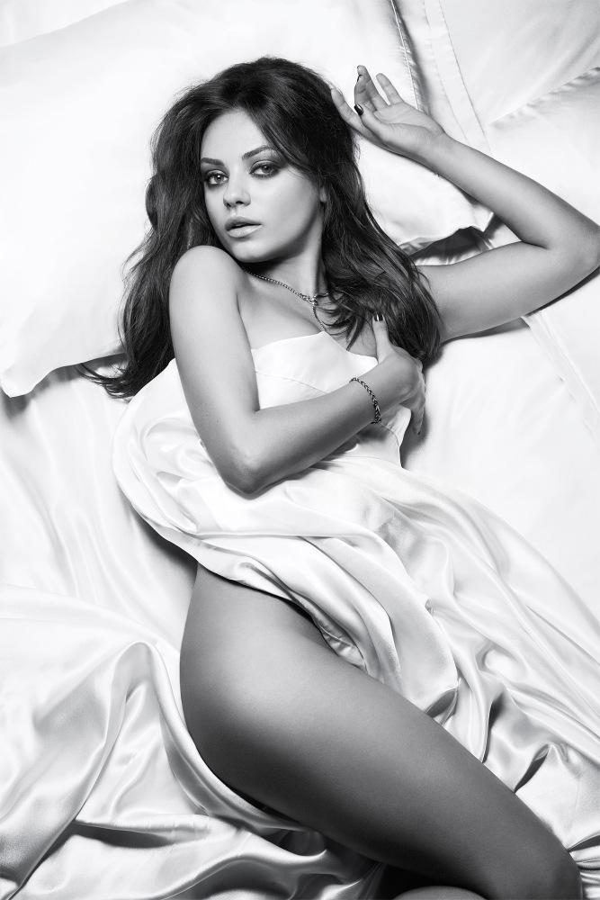 Mila-Kunis-Cliff-Watts-Esquire-2012-7