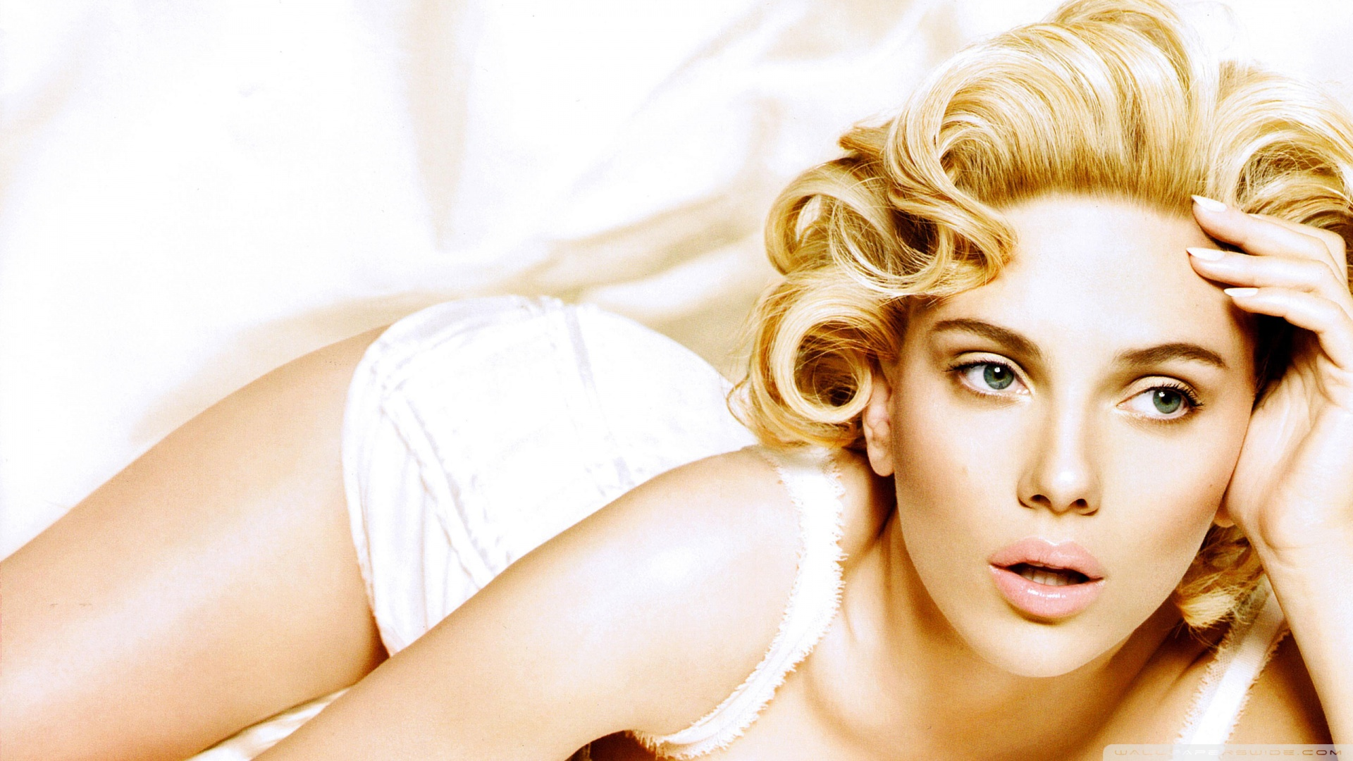 Johansson scarlett beautiful beauty amway