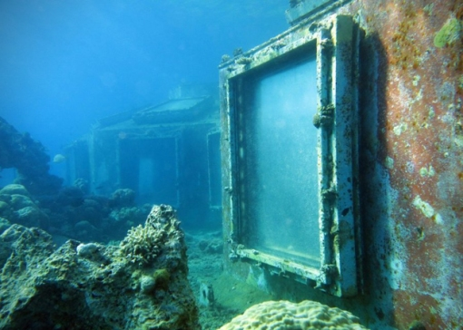 Abandoned-Underwater-Strip-Club-in-Israel-1