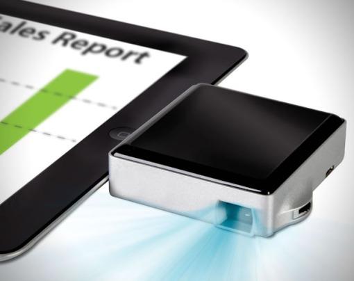 Apple-iPad-Pocket-Projector-1