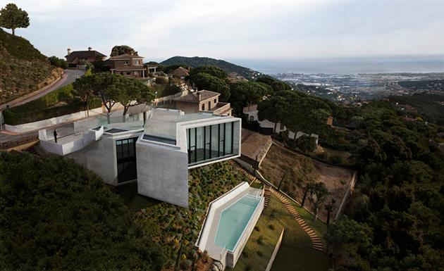 Contemporary-X-House-in-Barcelona-1