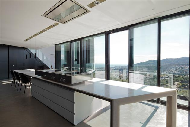 Contemporary-X-House-in-Barcelona-13