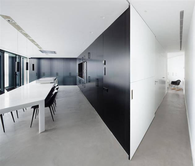 Contemporary-X-House-in-Barcelona-14