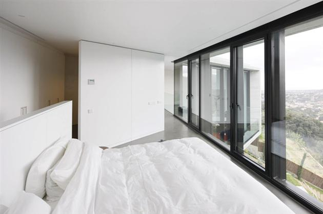Contemporary-X-House-in-Barcelona-16