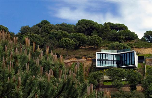 Contemporary-X-House-in-Barcelona-2