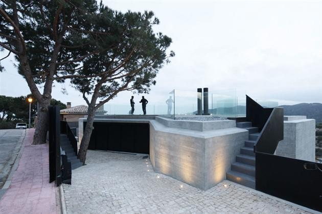 Contemporary-X-House-in-Barcelona-7