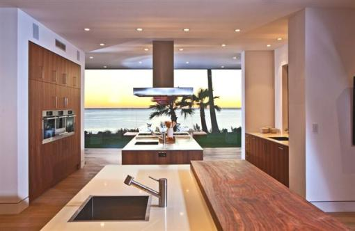 Modern-Seaside-Estate-in-Malibu-13