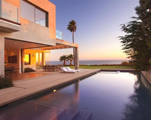 Modern-Seaside-Estate-in-Malibu-14