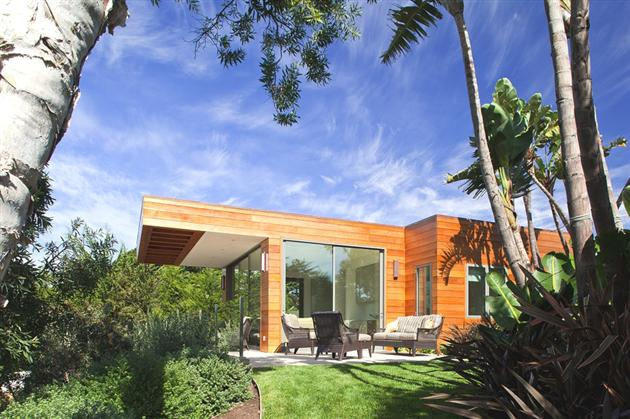 Modern-Seaside-Estate-in-Malibu-2