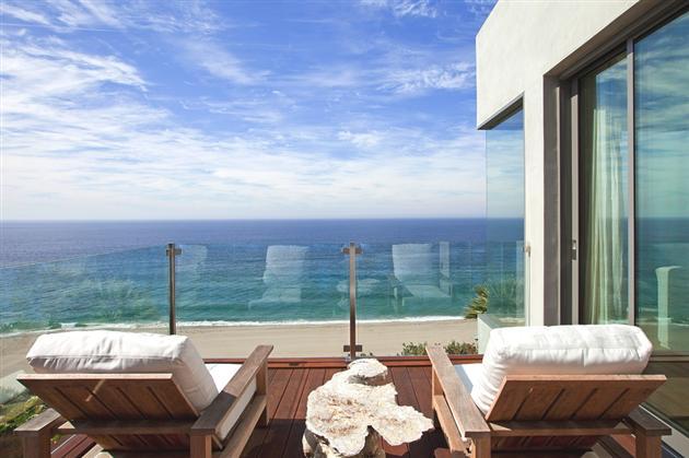 Modern-Seaside-Estate-in-Malibu-3