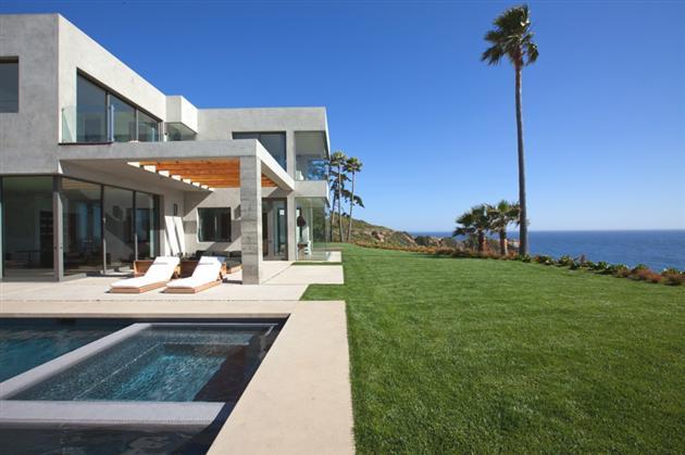 Modern-Seaside-Estate-in-Malibu-5