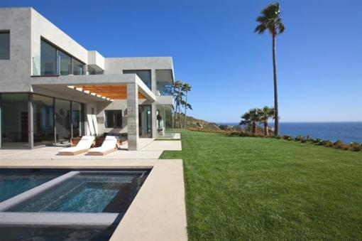 Modern-Seaside-Estate-in-Malibu-5