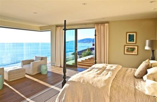 Modern-Seaside-Estate-in-Malibu-6