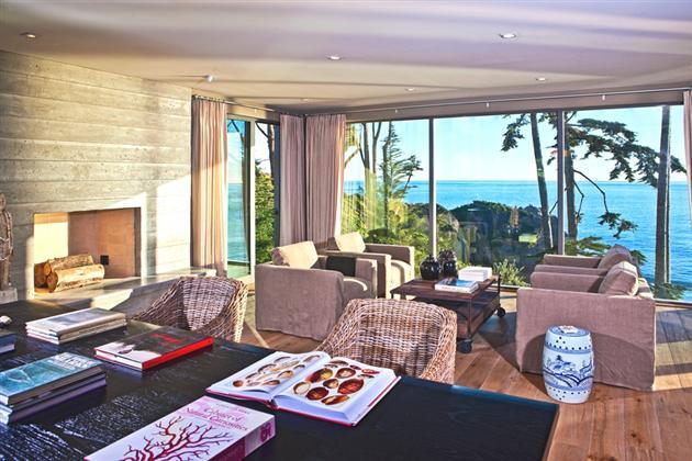 Modern-Seaside-Estate-in-Malibu-9
