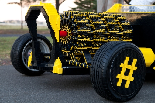 super-awesome-micro-project-functioning-life-size-LEGO-car3
