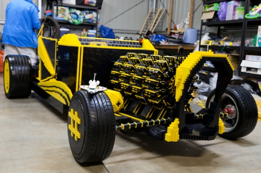 super-awesome-micro-project-functioning-life-size-LEGO-car4