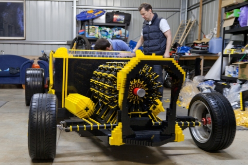 super-awesome-micro-project-functioning-life-size-LEGO-car9