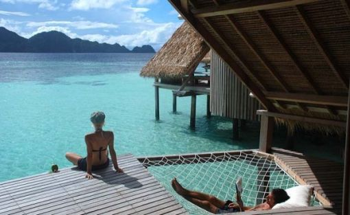 maldives-resort-hammock-floor