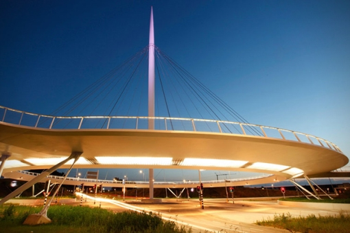 The-Hovenring-Worlds-First-Suspended-Bicycle-Roundabout-3