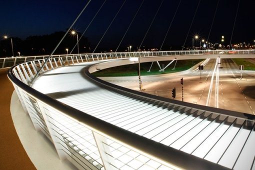 The-Hovenring-Worlds-First-Suspended-Bicycle-Roundabout-4