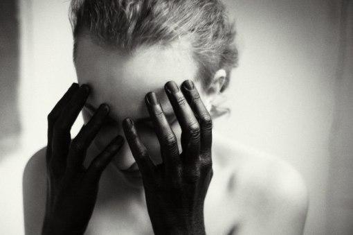 Yana-Terekhova-black-hands
