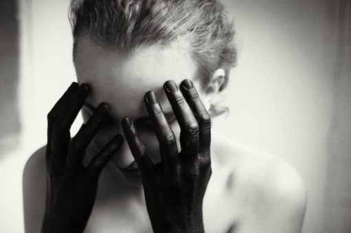 Yana-Terekhova-black-hands